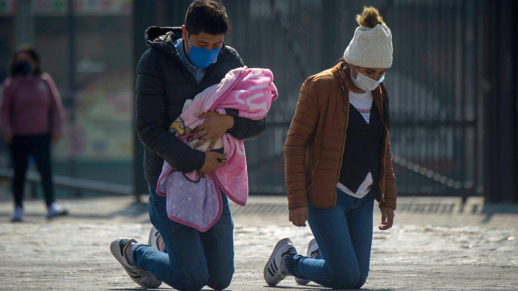 Con los estragos de la pandemia, los creyentes confían más que nunca en Dios